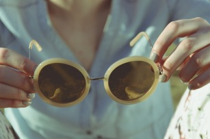 sunglasses-1246251_1920
